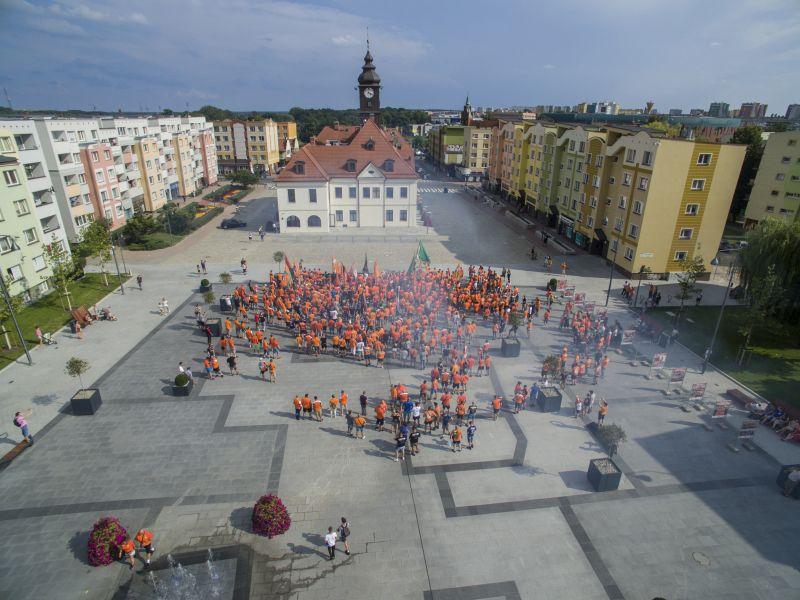 Pomarańczowo w rynku i na ulicach miasta