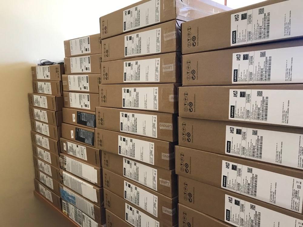 42 laptopy dla potrzebujących uczniów
