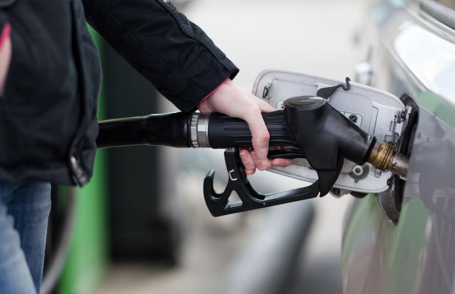 Policjanci zatrzymali 21-letniego złodzieja paliwa