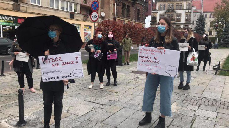 Legniczanki protestują przeciwko zakazowi aborcji