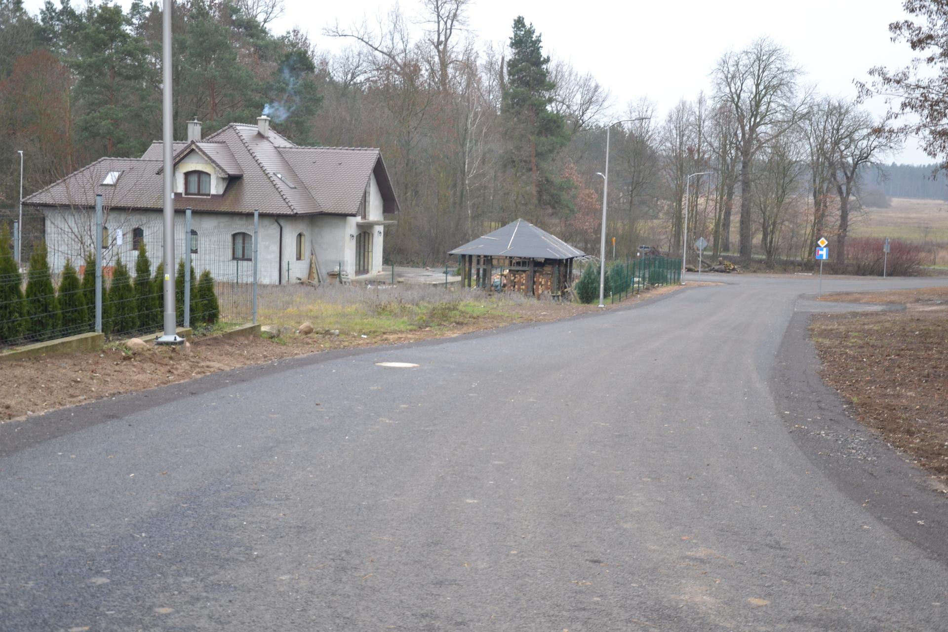 Mieszkańcy mają już asfaltową drogę (FOTO)