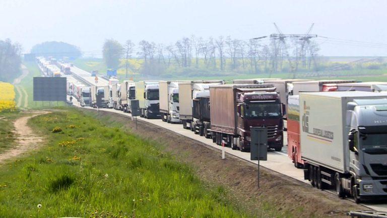 Przewrócona ciężarówka na A4. Autostrada zablokowana
