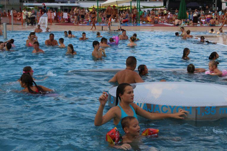 LUBIN. Większość mieszkańców chce rozbudowy basenów (WIDEO)