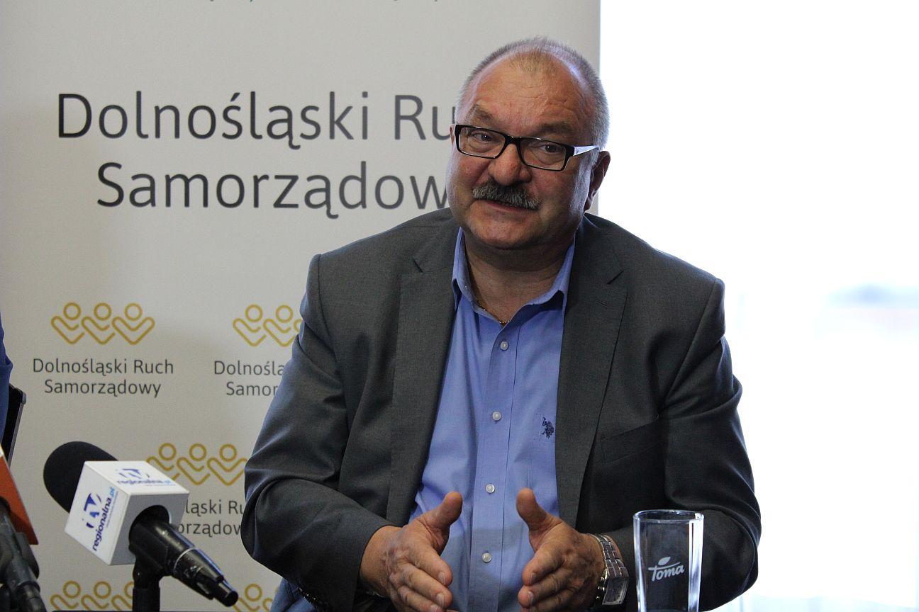 Marszałek apeluje do premiera o otwarcie granic