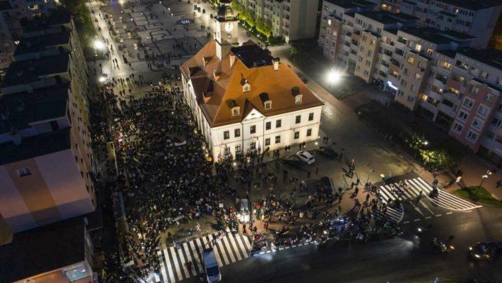 Takich tłumów jeszcze nie było – czarny protest rośnie w siłę (FOTO)