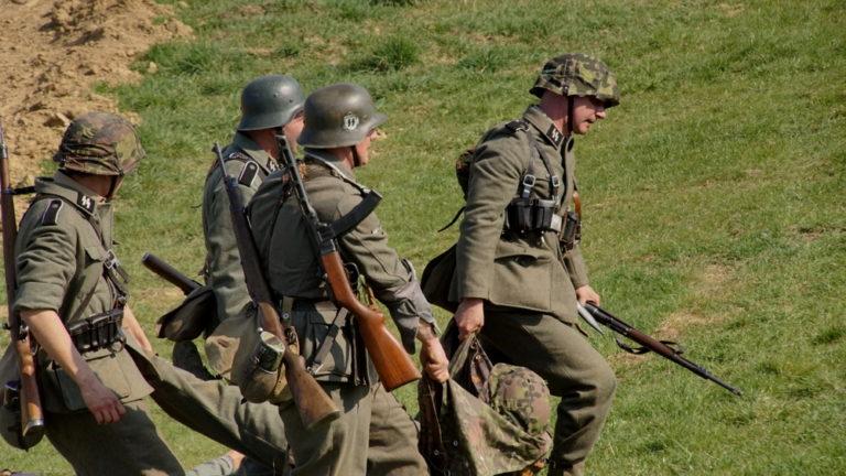 Inscenizacja bitwy Armii Czerwonej z Wehrmachtem (FOTO)