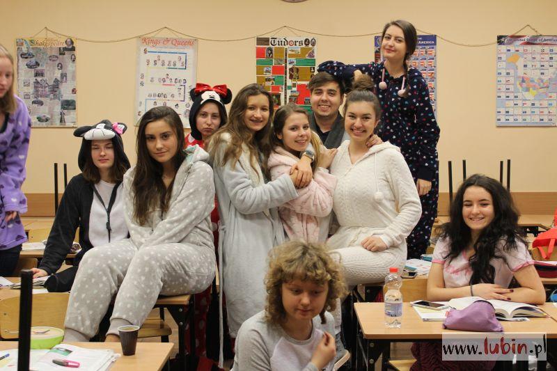 Przyszli do szkoły w… piżamach