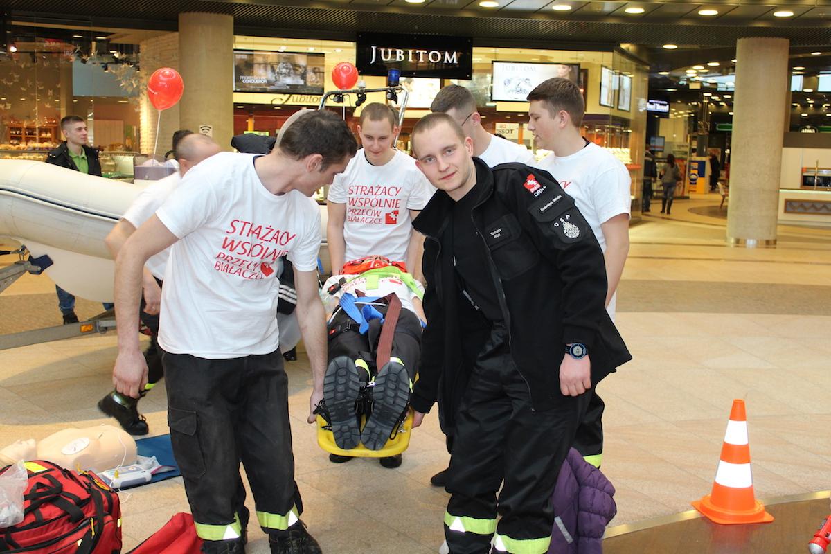 LUBIN. Strażacy walczą o życie dziecka