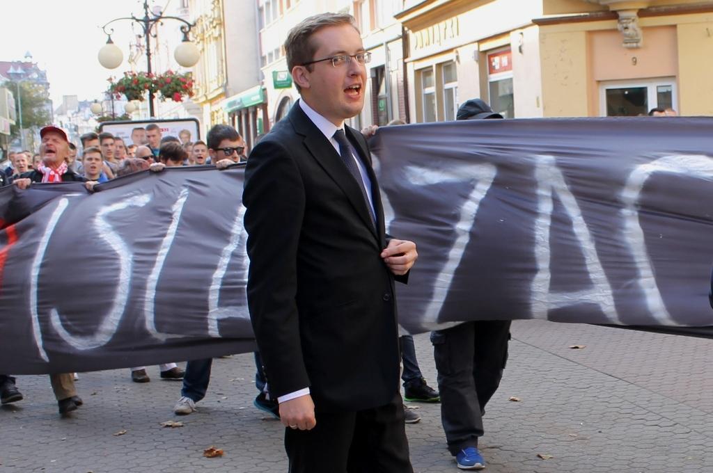 LEGNICA. Lokomotywa Kukiza na czele ksenofobicznego pochodu (FOTO)
