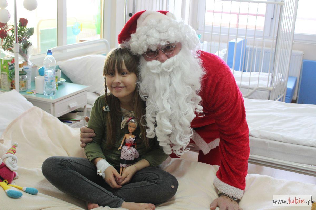 Święty Mikołaj z wizytą w szpitalu (FOTO)