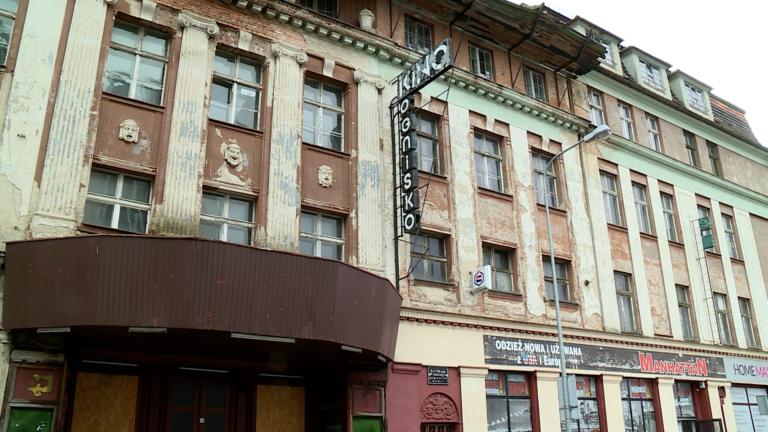 """Kino """"Ognisko"""" w rękach miasta. Sprawę załatwił komornik (WIDEO)"""