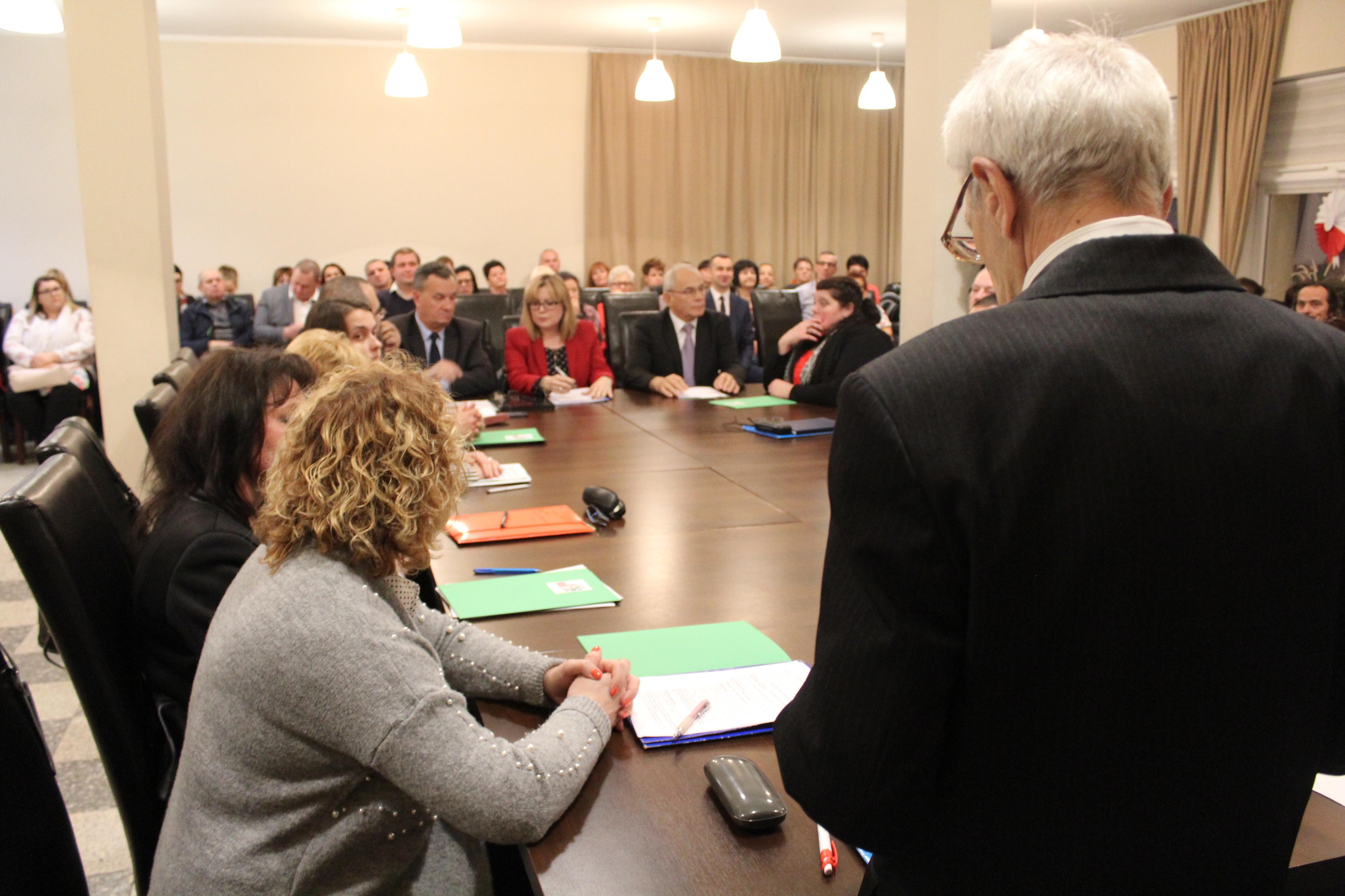 Pierwsza sesja i wrócił temat przyłączenia do powiatu lubińskiego