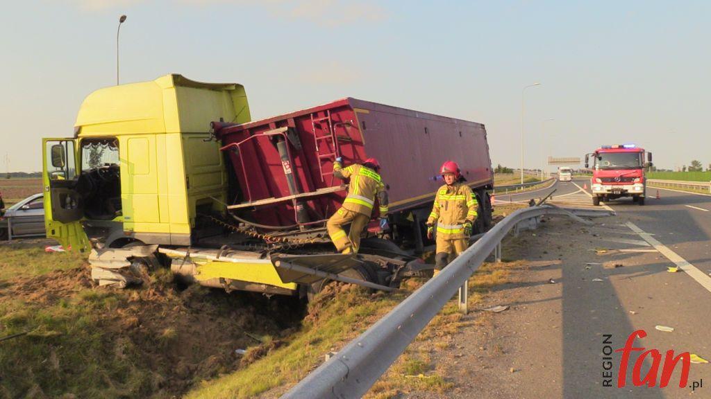 JAWOR/S3. Ciężarówka w rowie. Pijany kierowca zatrzymany! (FOTO, WIDEO)