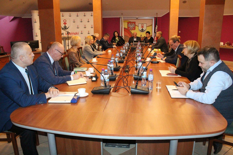 Powiat lubiński zrobi porządki w swoich szkołach