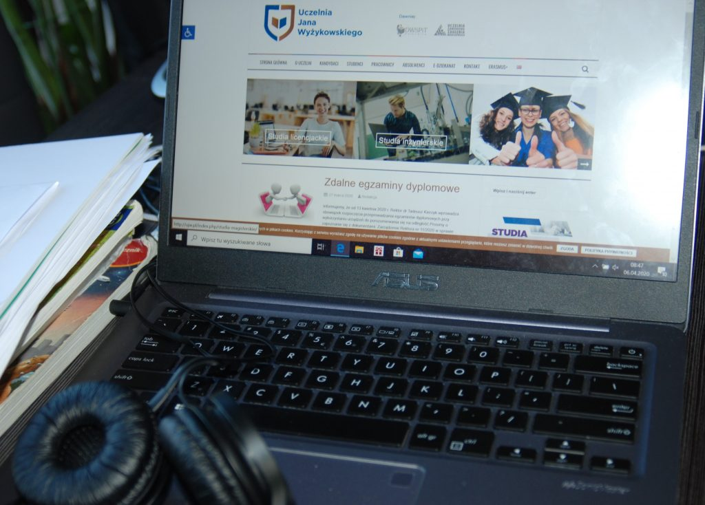 Studenci UJW mają za sobą pierwszy zjazd on-line