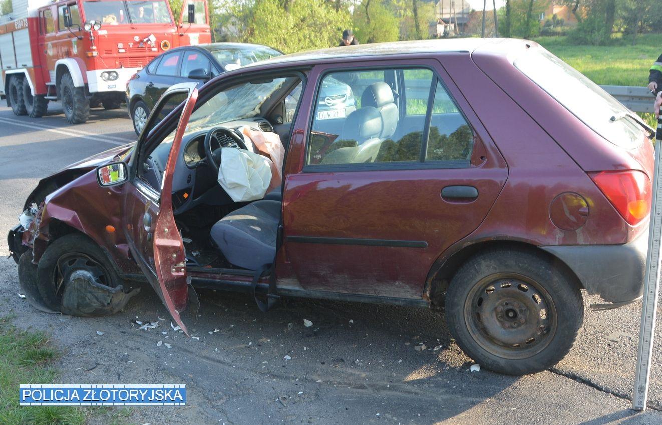 Spowodował kolizję autem posklejanym pianką montażową (FOTO)