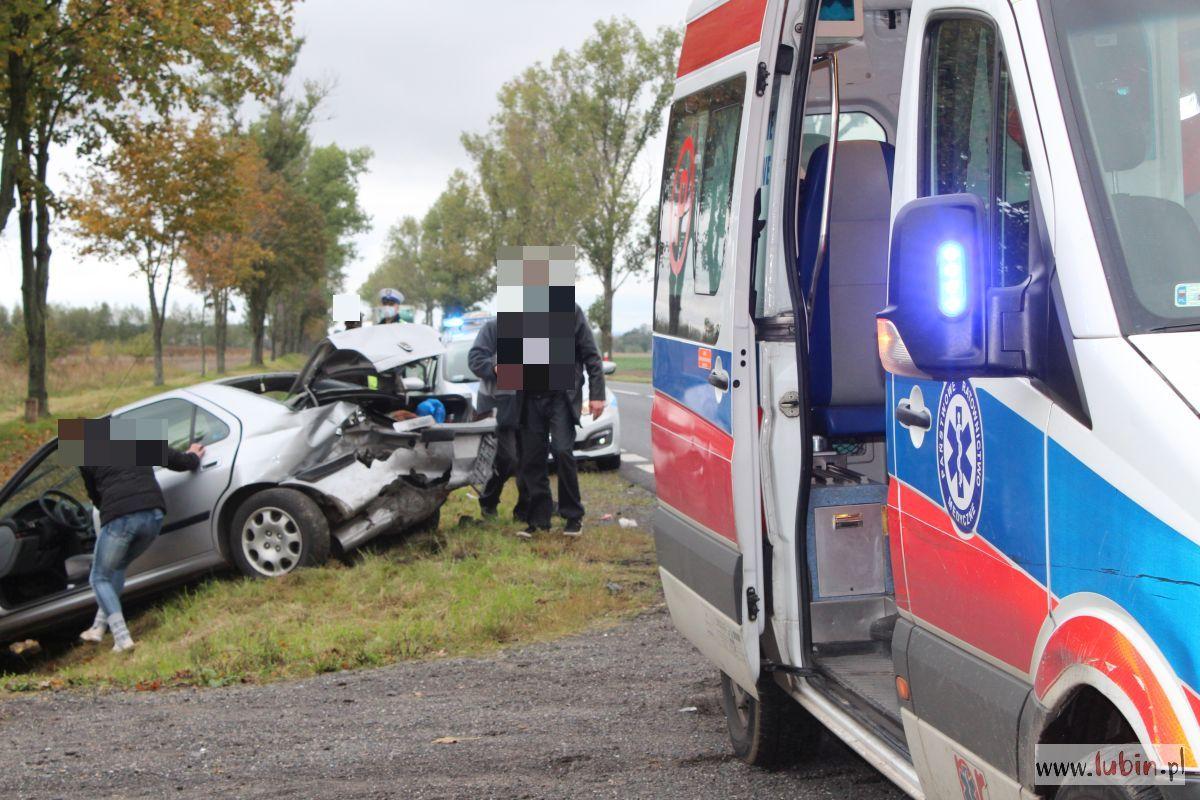 """Peugeot w rowie, audi na polu – znów groźnie na krajowej """"36"""" (FOTO) [AKTUALIZACJA]"""
