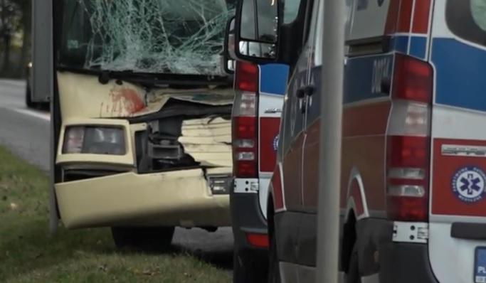 Dwóch pasażerów autobusu trafiło do szpitala