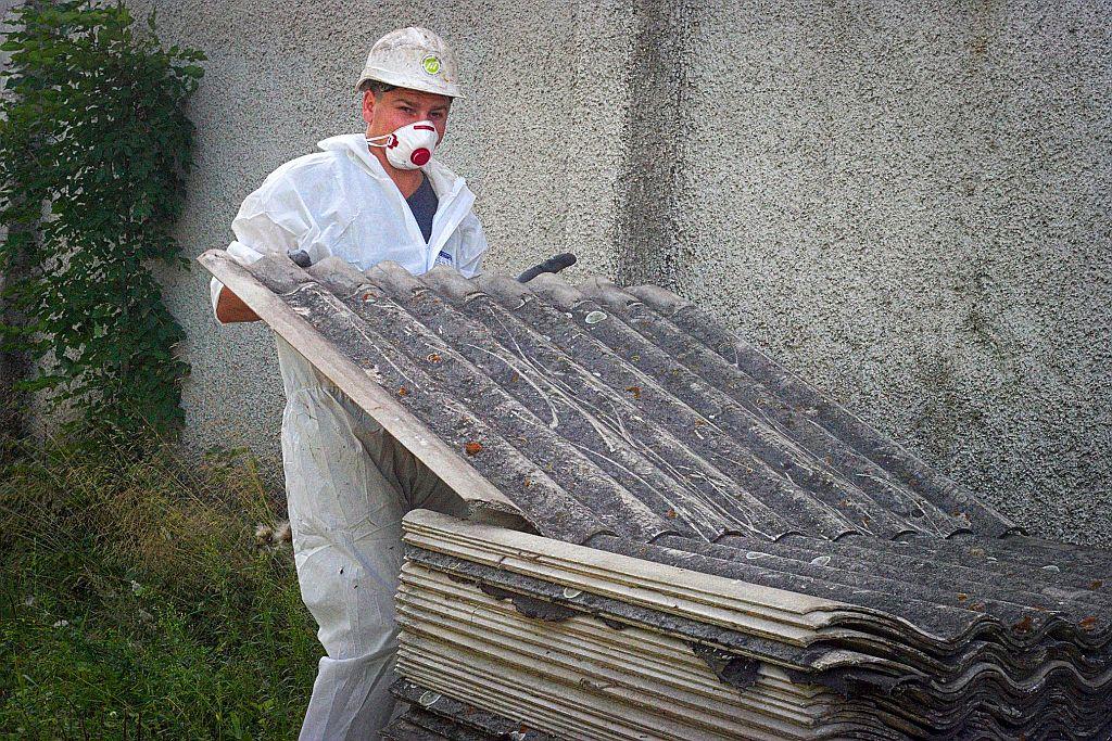 Gmina pomaga usunąć azbest. Wnioski do dziś