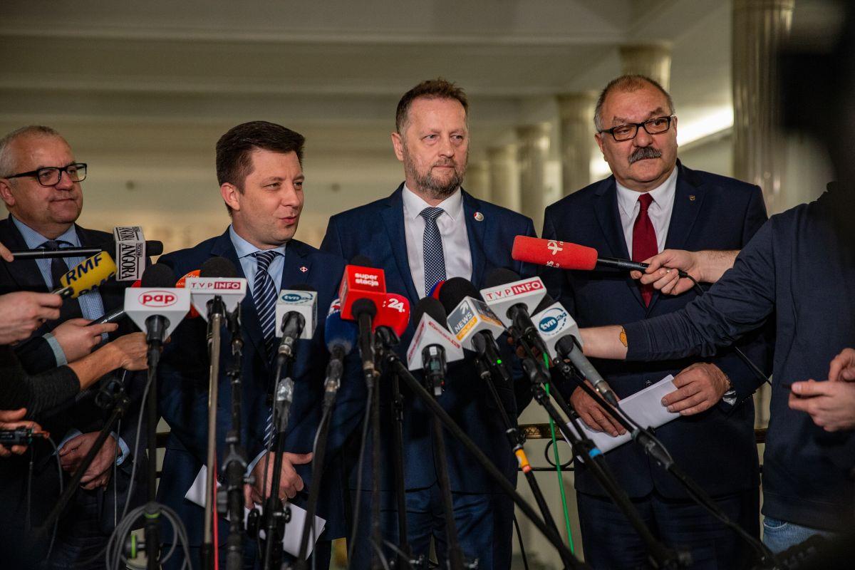 Bezpartyjni podpisali umowę koalicyjną z PiS (WIDEO)