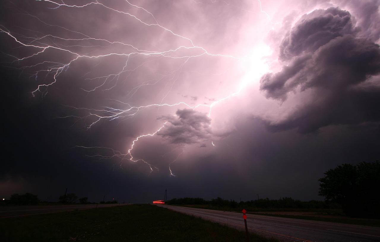 Uwaga na burze z gradem! RCB wysyła sms-y z ostrzeżeniami