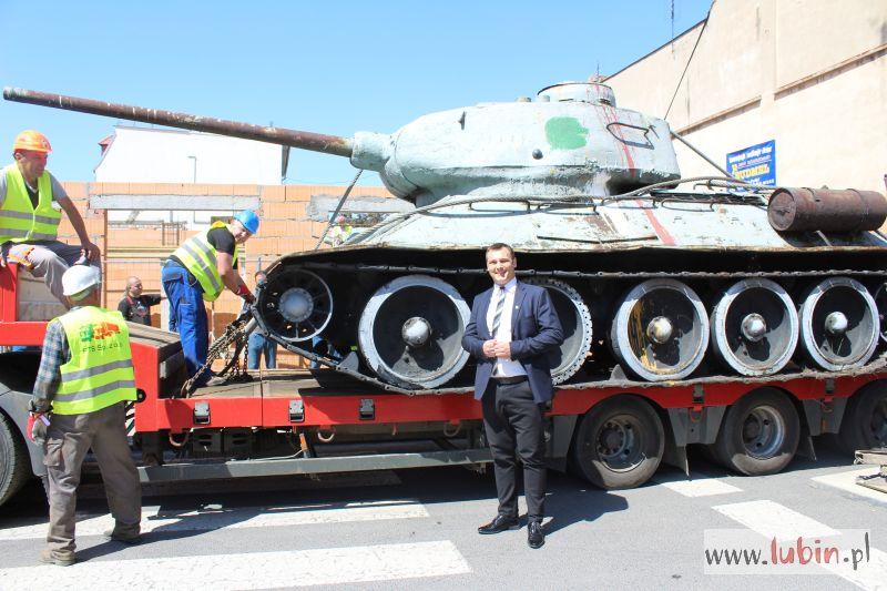 Odświeżony czołg wkrótce stanie w porcie
