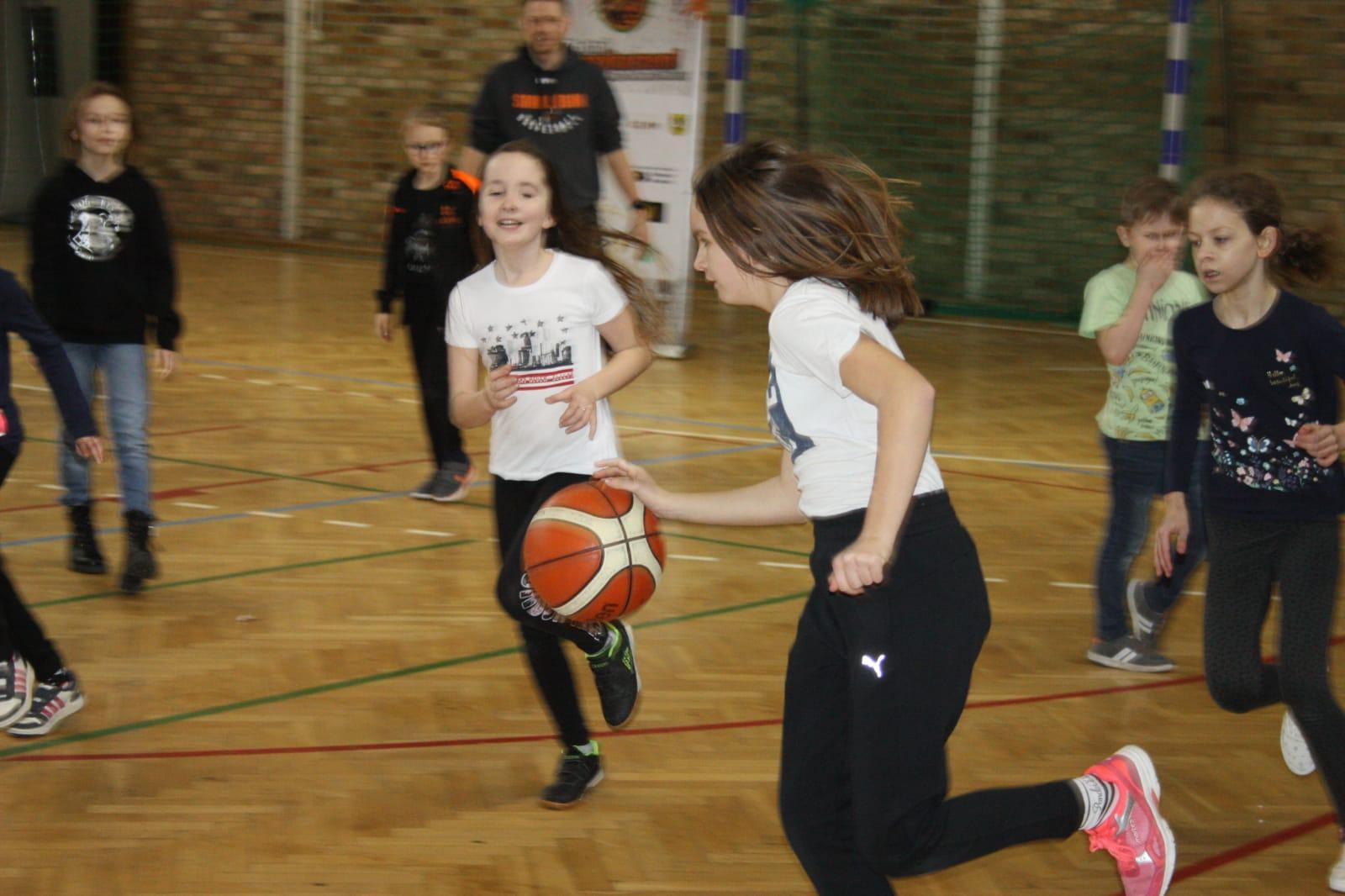 Koszykarskie zmagania najmłodszych (FOTO)