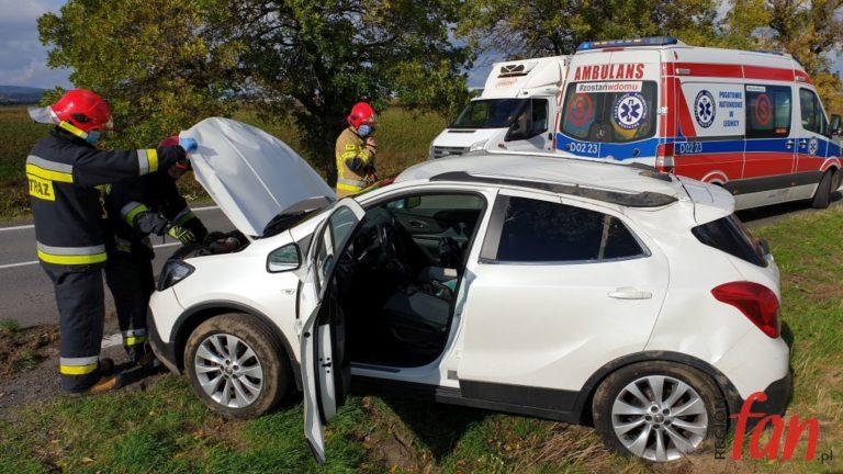 Opel dachował na trójce (FOTO)