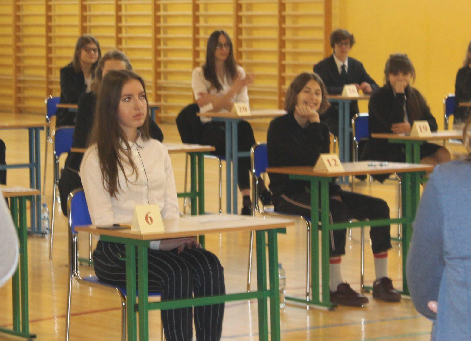 Uczniowie przystąpili do egzaminów. Jak przebiegają w Lubinie? (WIDEO)