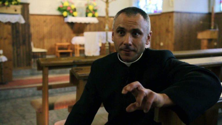 Biskup pogroził palcem księdzu kulturyście