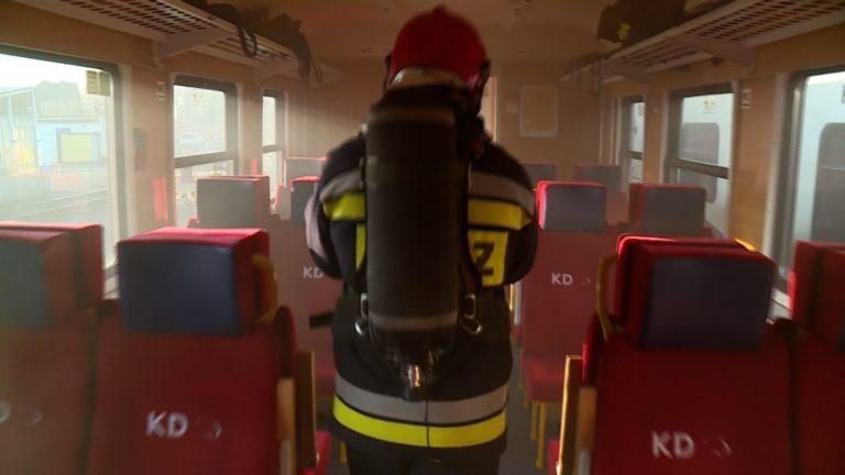 Pożar w pociągu. Ewakuowano pasażerów (WIDEO)