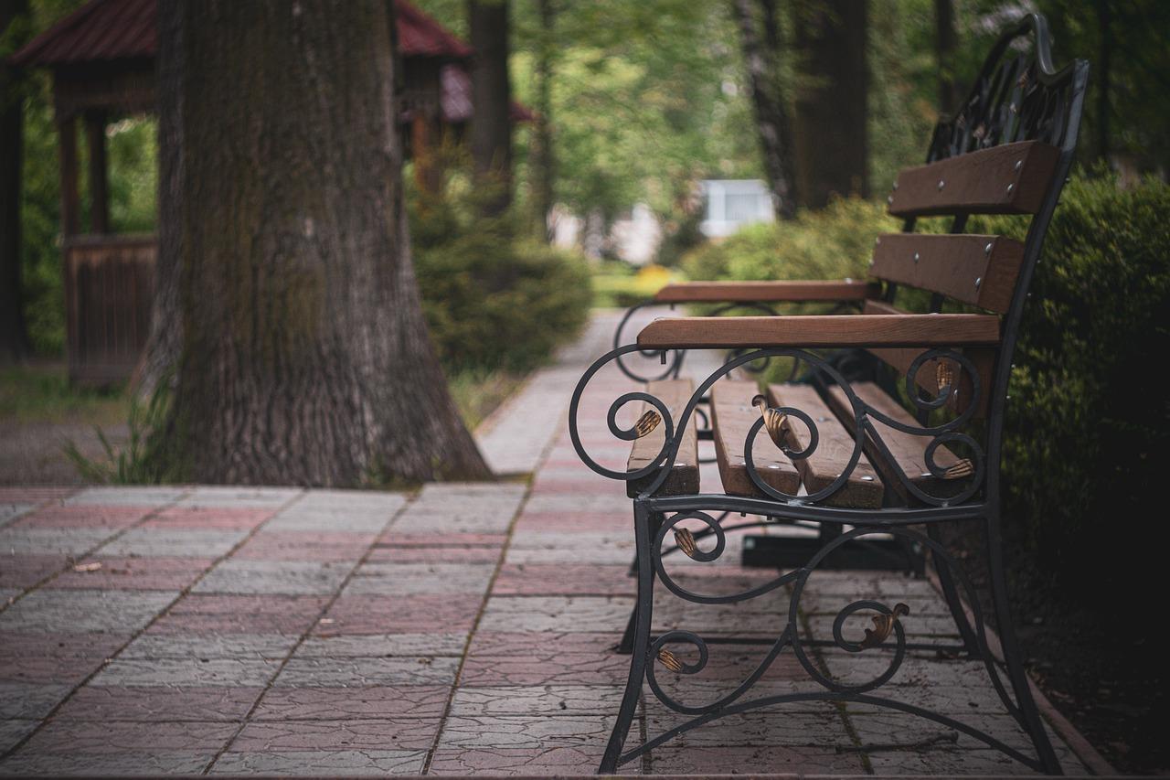 Lakierobejca – idealna do malowania mebli ogrodowych i nie tylko