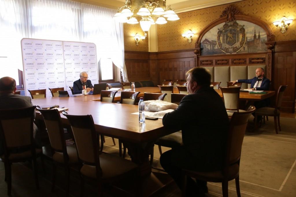 Historyczna sesja i pomoc dla przedsiębiorców