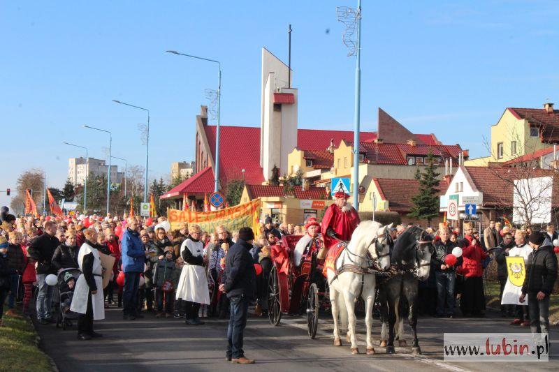Tłumy na lubińskim Orszaku Trzech Króli (WIDEO)