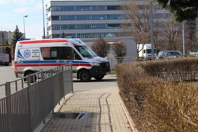 Szpital przy Koszarowej przyjął dwie kolejne osoby z COVID-19