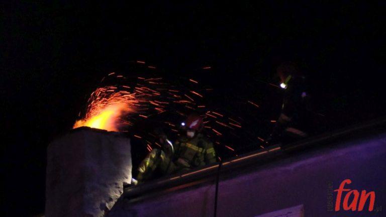 Z komina poszedł ogień (FOTO, WIDEO)