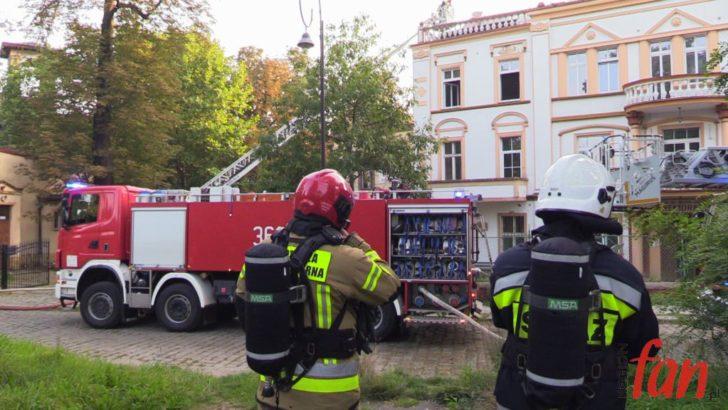 LEGNICA: Pożar poddasza budynku przy ul. Korfantego (FOTO, WIDEO)