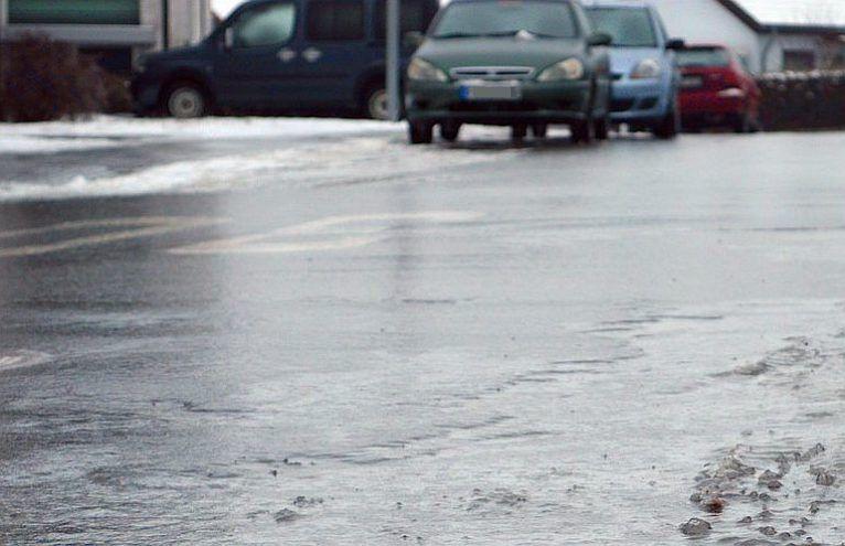 IMGW ostrzega: Będzie śnieżyć, uwaga na drogach