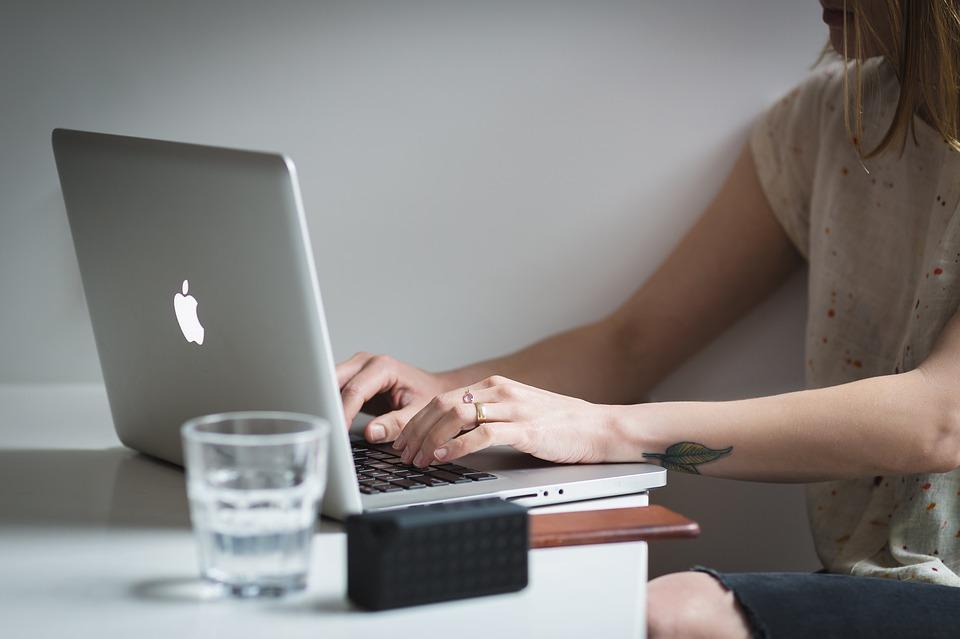 Dyrektorzy wypożyczą komputery legnickim uczniom?