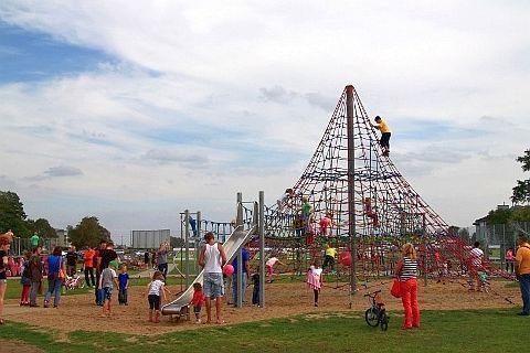 Kto wybuduje największą piramidę w Legnicy?