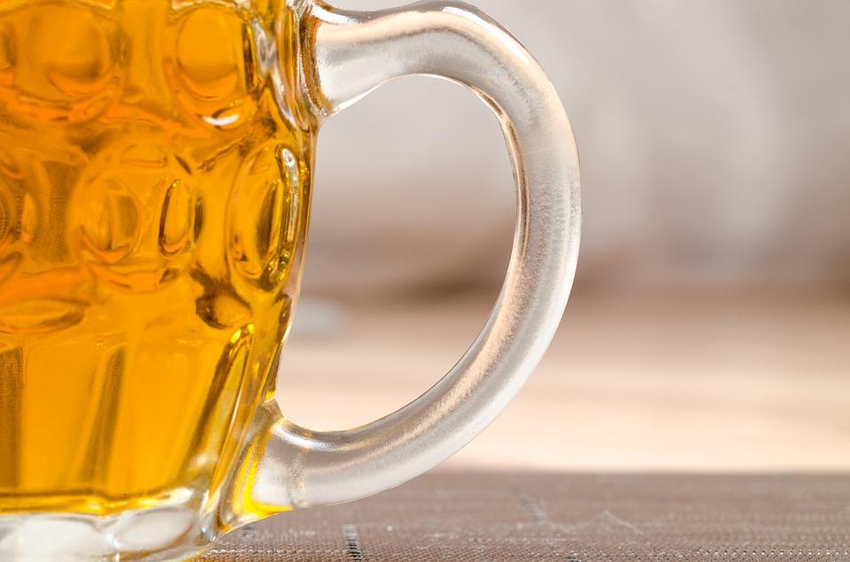 Poleje się piwo