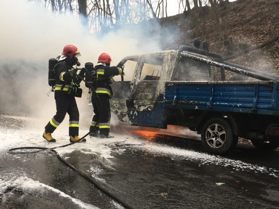 Auto stanęło w płomieniach (FOTO)