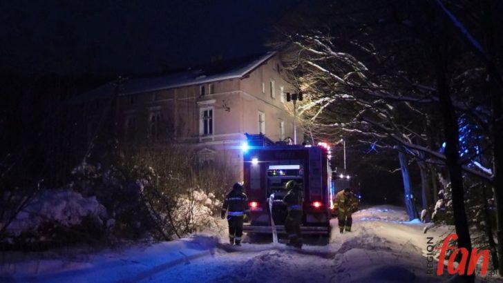 Pożar domu wielorodzinnego w Półwsiach (WIDEO)