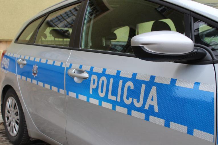 Pijany kierowca uciekał pieszo przed policją