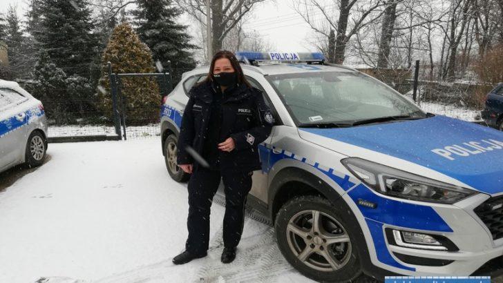 Policjanci uratowali mężczyznę przed zamarznięciem/WIDEO/