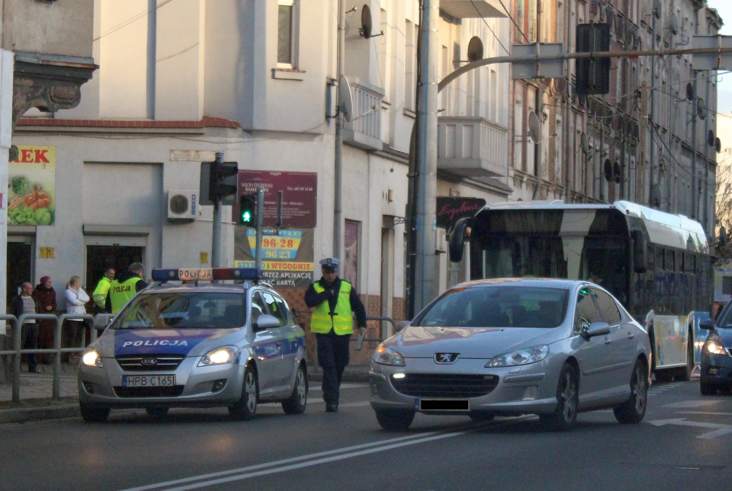 Autobus potrącił pieszego. 54-latek w szpitalu