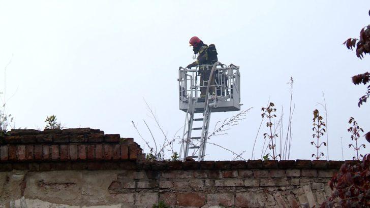 Płonął dawny szpital przy Chojnowskiej (WIDEO)