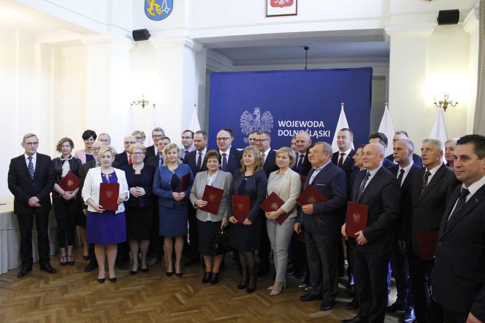 Joachim Brudziński wręczył promesy dolnośląskim samorządowcom