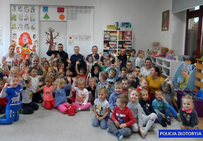 Policjanci pracowali po godzinach dla przedszkolaków