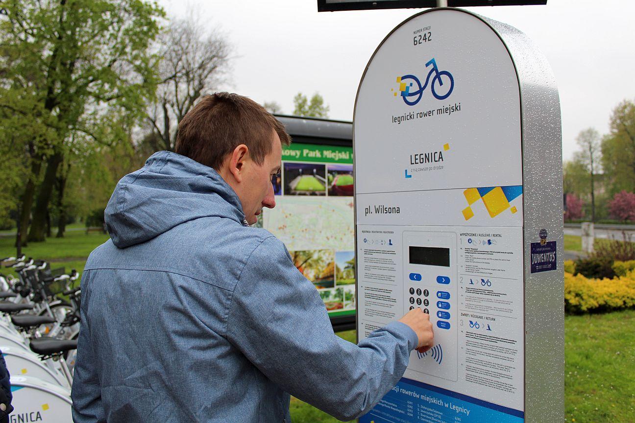 """Legnicki Ratusz: Rowery """"kręcą"""" mieszkańców"""